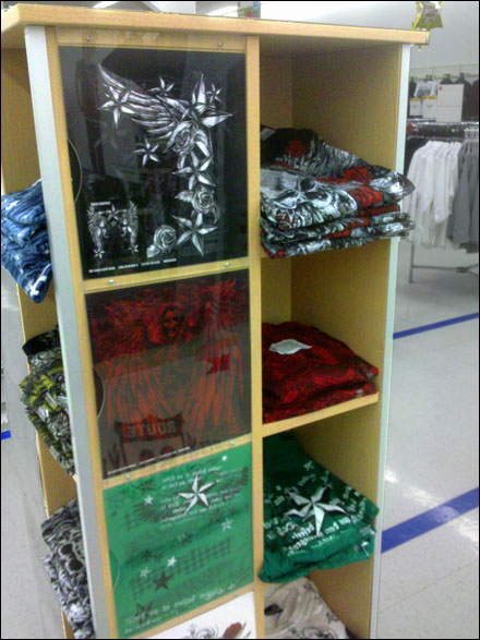 Wood-Pocket T-Shirt Island | Fixtures Close Up: Retail–POP