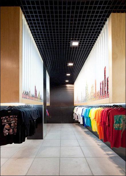 Main Street Auto >> Store Self-Dispenses T-Shirts | Fixtures Close Up: Retail–POP