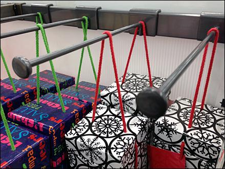Dangling Boxed Merchandise Aux