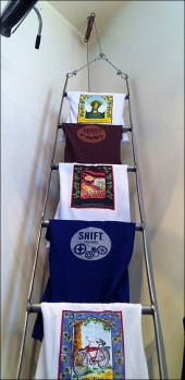 T-Shirt Ladder Closeup Aux