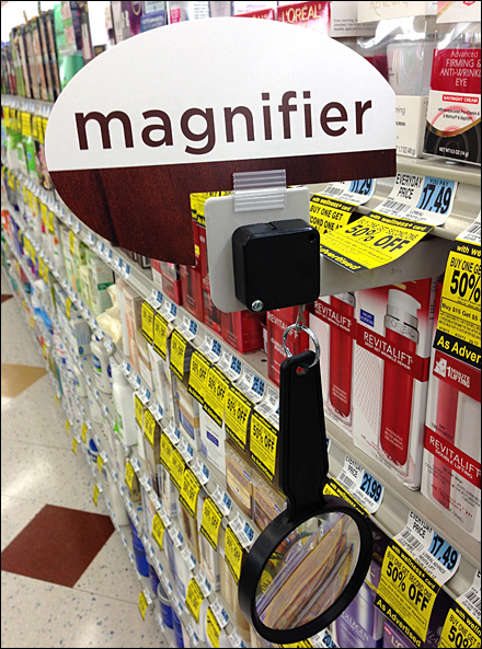 Magnifier on a Retracting Leash Main