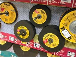 DeWaltr Cutting Discs Pegged 2
