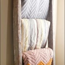 Laddered Blankets Aux