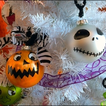 Halloween Balls Decorate Tree 2