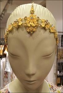 BCBG Mannequin Headpiece Closeup