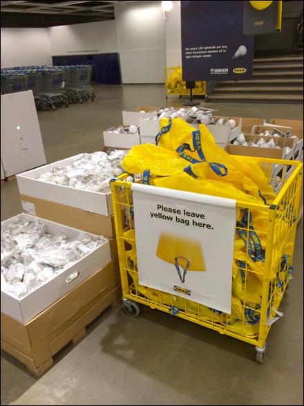 Ikea mobile shopping bag drop fixtures close up for Ikea luggage cart