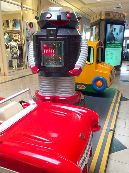 Mr Roboto at the Mall Main