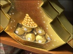 Ferrero Rocher Decorates a Christmas Tree 1x