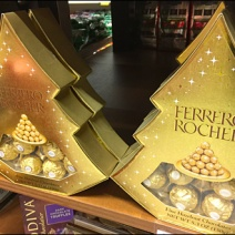 Ferrero Rocher Decorates a Christmas Tree 2x
