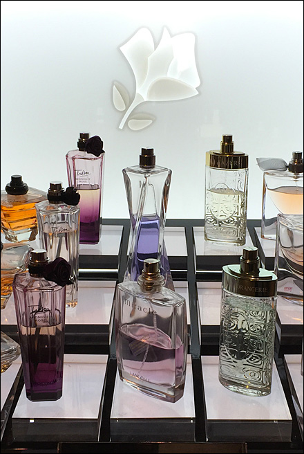 Tiered Perfume Sampler Stage Aux