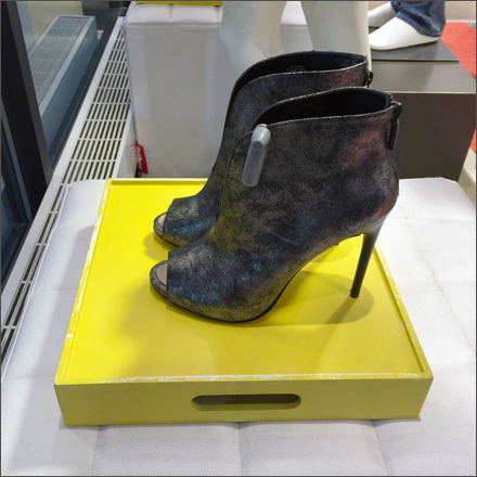 Inverted Shoe Tray Side View