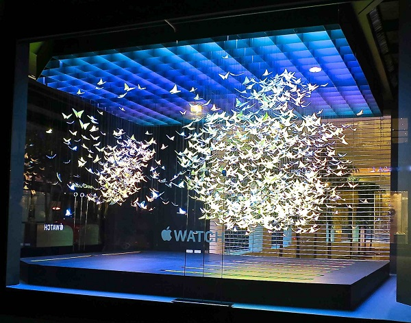 1 Apple iWatch Selfridges Wonder Room butterfly view