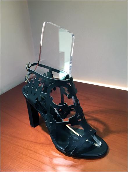 Gucci Clear Scrylic Shoe Form 1