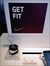 Verizon® Fitbit® Acrylic Fist Lends a Hand