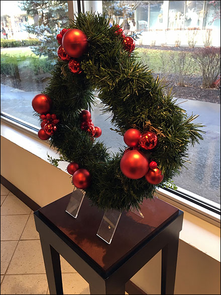 Christmas Wreath Table Stand Overview