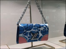 Louis Vuitton Purse LV 2