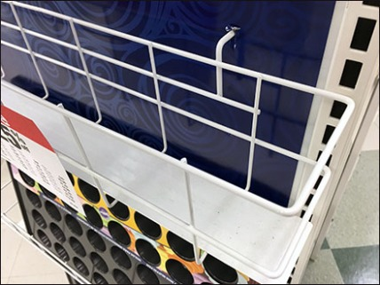 Baking Pan Open Wire Ledge Display 3a