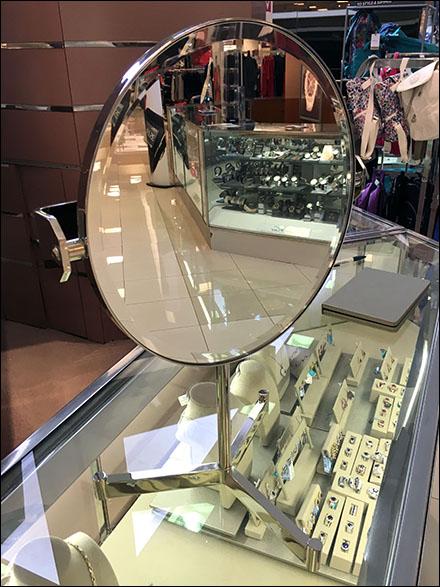 Mirror Tripod Amenity Main 1