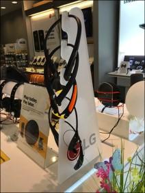 Sprint LG Headphone Display Tower 2