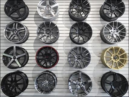 automotive-wheel-rim-slatwall-display-1