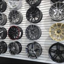 automotive-wheel-rim-slatwall-display-2