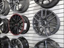 automotive-wheel-rim-slatwall-display-3