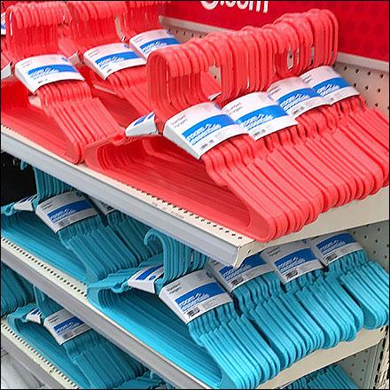 clothes-hanger-endcap-shelf-merchandised-feature