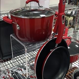 cookware-acylic-flyover-pedestal-1
