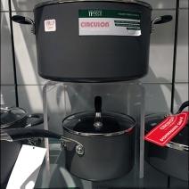 cookware-acylic-flyover-pedestal-3