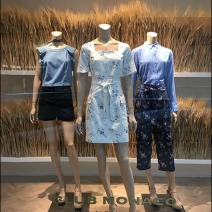 fall-sheeves-of-wheat-visual-merchandising-2