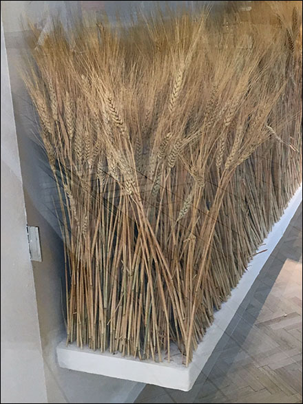 fall-sheeves-of-wheat-visual-merchandising-main